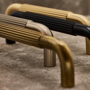 Beslag Design Möbelhandtag - Model Helix Stripe 128/160/224 mm