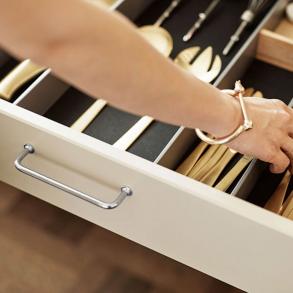 Möbelhandtag - Klassiskt bygelhandtag - Mässing, krom och läder - Modell 1353