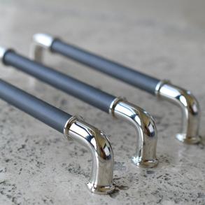 Turnstyle Designs Möbelhandtag - Classic tube - Leather - Model RF1197