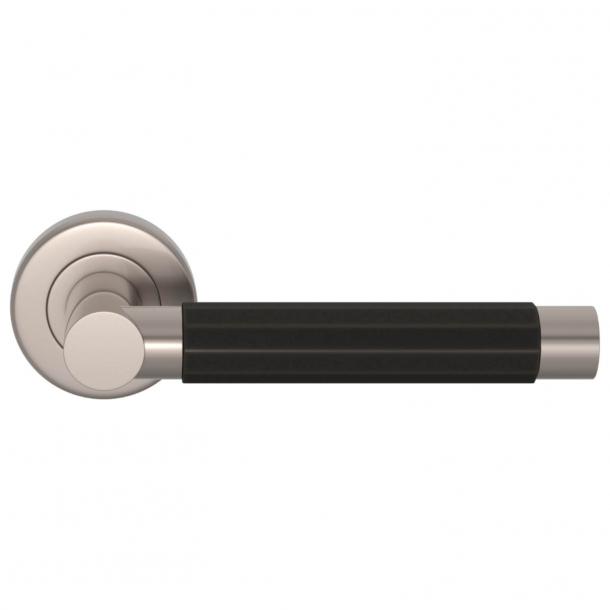 Turnstyle Design Dörrhandtag - Amalfine - Svart brons / Satäng nickel - Model P1440